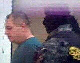 Gheorghe Vlădan va fi dus astăzi la Penitenciarul Jilava. Şi-a împuşcat soţia în inimă, iar pe casieră în cap. După măcel şi-a sunat un prieten