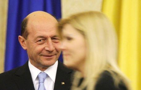 Băsescu: Cu tocuri înalte, cu pantaloni strâmţi, Elena Udrea a avut cea mai bună absorbţie a fondurilor europene