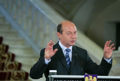 Traian Băsescu: Majorarea salariilor bugetarilor s-ar fi putut face din luna ianuarie