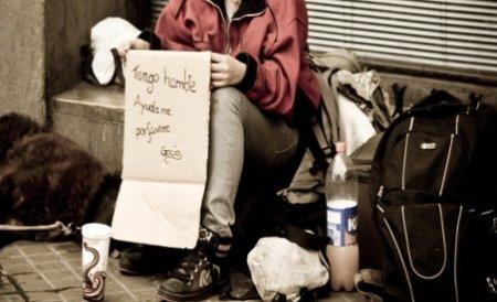 Plecaţi în Danemarca să câştige un ban cinstit, mai mulţi români au fost obligaţi de angajatori să mănânce din gunoaie