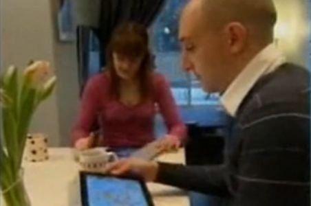 Profesorii arădeni au primit tablete PC în valoare de 190 de mii de euro însă le pot folosi doar în cancelarie