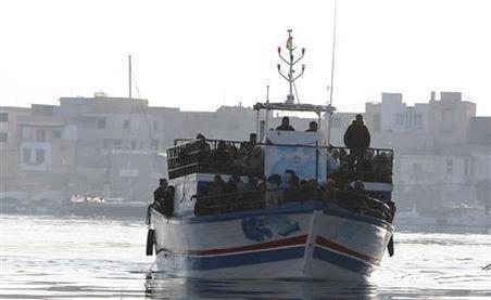 Insula italiană Lampedusa: Cinci morţi descoperiţi într-o ambarcaţiune cu imigranţi clandestini
