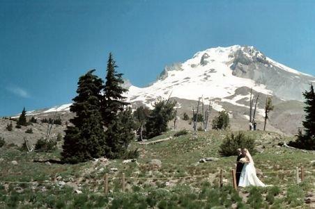 Nuntă la înălţime! Doi tineri din Târgu-Jiu s-au căsătorit la 2.000 de metri altitudine