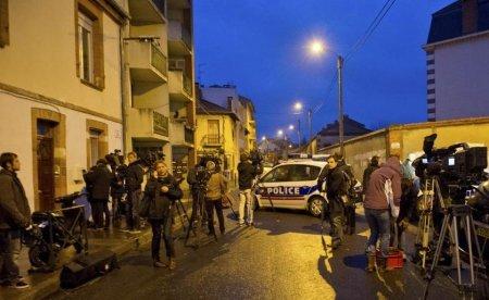 Presupusul autor al atacurilor din Franţa s-ar putea preda în cursul serii