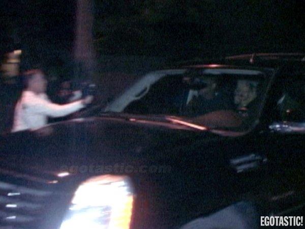 Discutau despre afaceri?! Rihanna, prinsă plecând la 4:00 AM din casa fostului soţ al unei actriţe