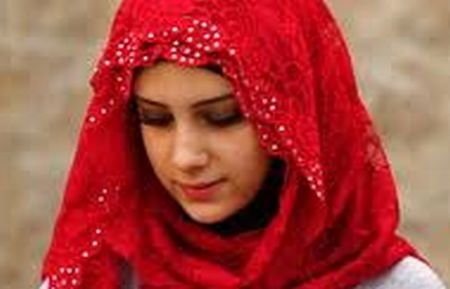 O tânără de 20 de ani, pe jumătate româncă, în mijlocul luptelor din Siria