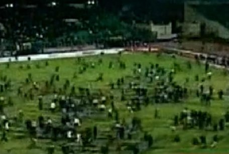 Confruntări sângeroase în fotbalul egiptean. 74 de persoane au murit şi 16 au fost rănite