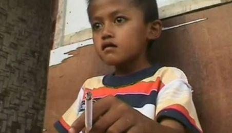 Indonezia: Fumător înrăit la numai opt ani