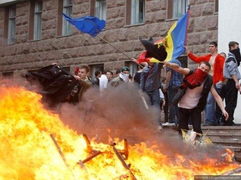 Manifestaţii violente la Chişinău. Îmbrânceli şi lovituri între membrii unui miting unionist şi opozanţii lor