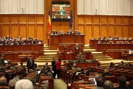 Şedinţă... electro-şoc azi în Parlament! Mai mulţi aleşi s-au electrocutat în microfonul tribunei! Momente amuzante
