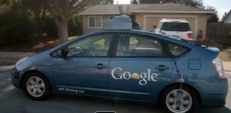 Google testează maşina care se conduce singură. Vezi demonstraţia făcută de un orb