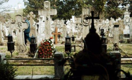 Cu OPC-ul în cimitir. Un bătrân s-a plâns inspectorilor că nu încape în mormânt