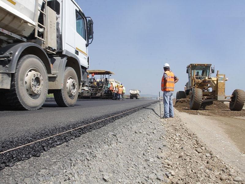 Trăim în România.. În oraşe dăm în gropi, iar sătenii se plimbă pe autostrăzi