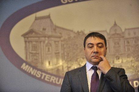 Ministrul Agriculturii: Românii nu consumă foarte multă miere din cauza mentalităţii. Copiii preferă produsele fast-food