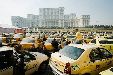 Peste 2.000 de taximetrişti vor protesta marţi şi miercuri, în Bucureşti