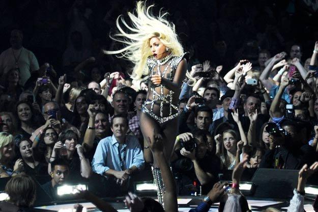 Lady Gaga şochează din nou. Vezi CE va purta vedeta pe scenă la Seul