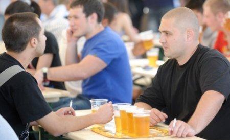Minivacanţa de 1 mai, profit pentru comercianţi. Ei au vândut mici şi bere cât într-o lună