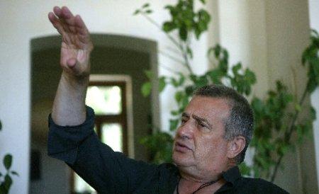 Mircea Dinescu, în incompatibilitate. Poetul şi-ar putea pierde postul de membru în CNSAS