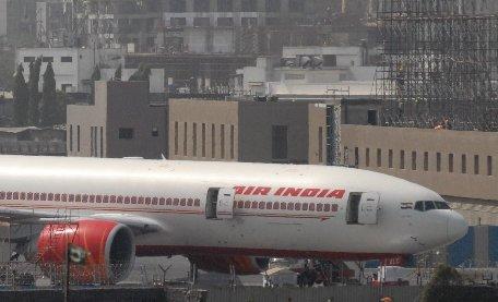 Aterizare de urgenţă pe aeroportul Otopeni. Un senzor de fum a alertat echipajul unei curse a companiei Air India