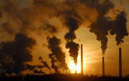 Suntem sufocaţi de poluare. Bucureştiul, loc fruntaş în topul celor mai poluate capitale din Europa