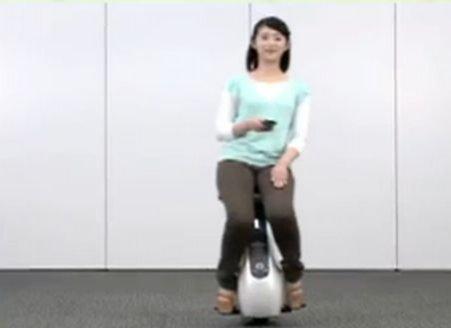 Uite cum arată scaunul motorizat Uni-Cub, cea mai tare metodă de transport