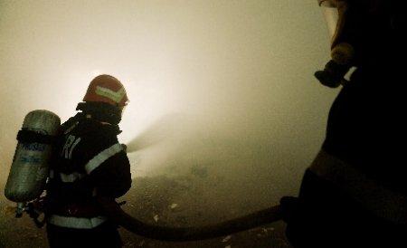 Două fetiţe au ajuns la spital după ce fostul concubin al mamei a incendiat casa