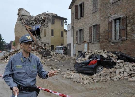 Îşi trăiesc viaţa printre ruine. Sute de români dorm în maşini şi abia fac rost de mâncare, după cutremurul din Italia