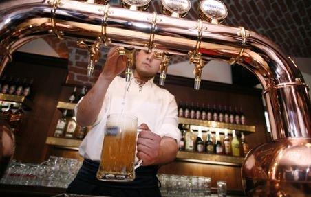 Berea NU este duşmanul siluetei! Vezi studiul care te va face să îţi mai torni un pahar