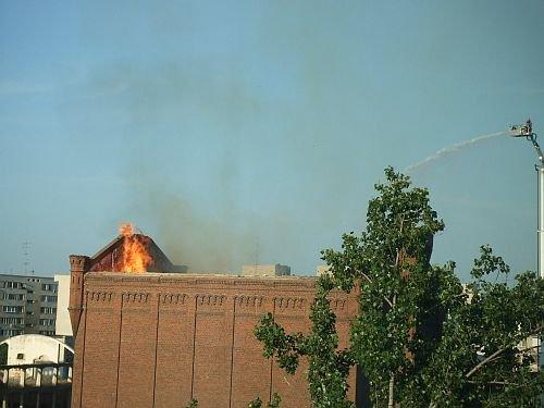 Incendiul de la Moara lui Assan nu a fost încă stins. Pompierii luptă pentru salvarea monumentului istoric