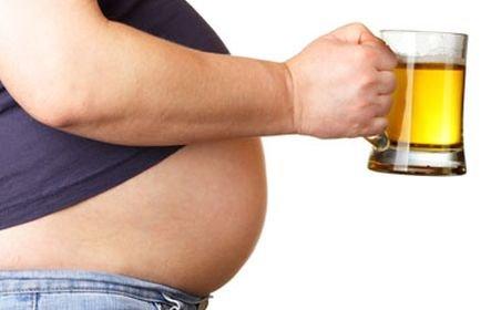 """A crezut că pasiunea pentru bere l-a deformat. În realitate, """"burta de bere"""" îl putea costa viaţa"""