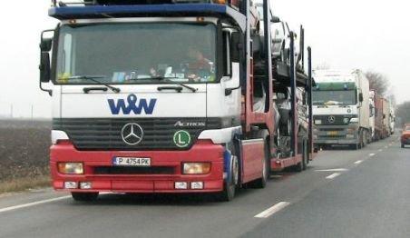 Canicula a blocat activitatea şoferilor de TIR. Conducătorii auto au blocat drumurile