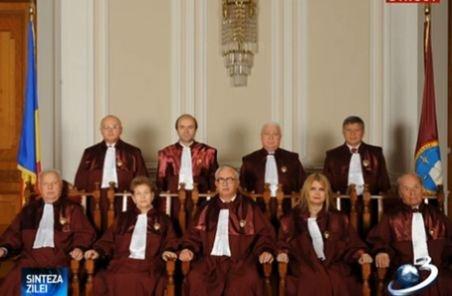 Probleme de incompatibilitate în CCR? Cine sunt judecătorii Curţii Constituţionale