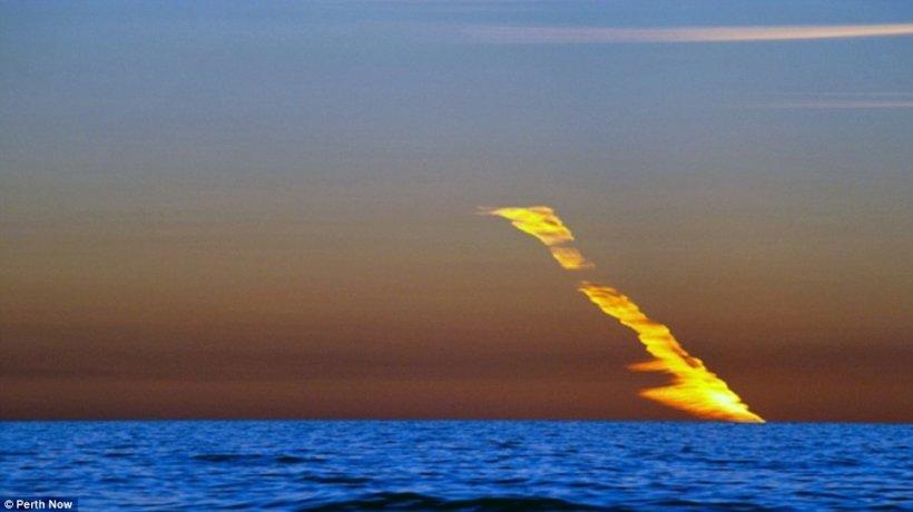 Incendiu pe cer - fenomenul care i-a hipnotizat pe locuitori. Nici oamenii de ştiinţă nu îl pot explica