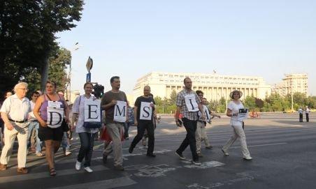 Peste 400 de persoane au cerut demisia lui Băsescu, la un miting în Piaţa Universităţii
