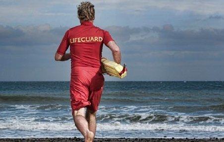 Situaţie HALUCINANTĂ: Salvamar american, concediat pentru că a salvat viaţa unui om care se îneca