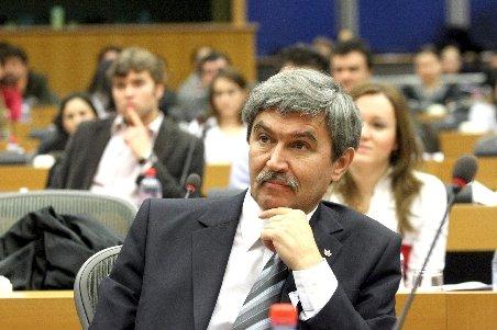 UDMR nu a luat o decizie pentru votul la suspendare, parlamentarii săi votează potrivit conştiinţei
