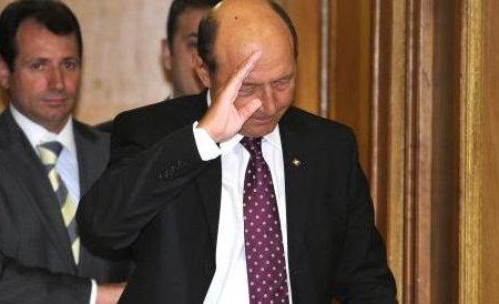 Cravata violet nu i-a mai purtat noroc. Se va întoarce Traian Băsescu pe mare? Vezi ce a declarat