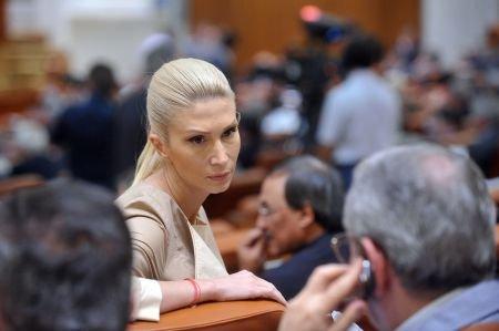 Raluca Turcan: Primesc câte zece telefoane de ameninţare pe zi, dar sunt liniştită