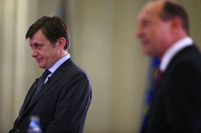 Crin Antonescu a preluat mandatul de preşedinte interimar de la Traian Băsescu