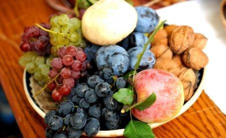 Fructele şi ouăle conduc în topul scumpurilor. Ce alimente s-au ieftinit în ultima perioadă