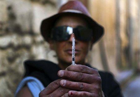Consumul de droguri şi infecţiile cu HIV au explodat în Grecia
