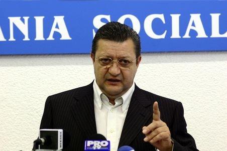 Bogdan Niculescu-Duvăz: Traian Băsescu nu se agaţă de scaun, se agaţă de libertate