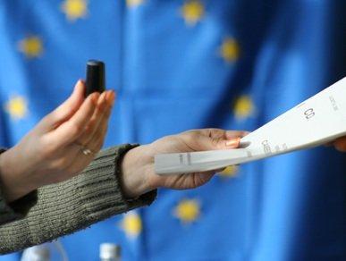 Documentul care demonstrează că la organizarea referendumului NU se impune un prag minim de prezenţă la vot. Actul, adoptat la Comisia de la Veneţia