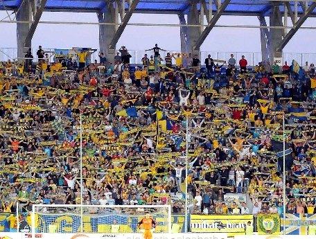 Membrii ai galeriei echipei de fotbal Petrolul Ploieşti nu sunt de acord ca stadionul Ilie Oană să fie închiriat altor echipe