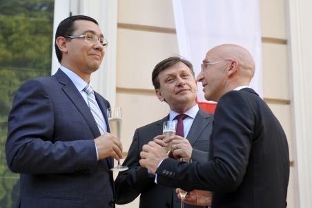 Victor Ponta: Trebuie să continuăm autostrada Comarnic - Braşov