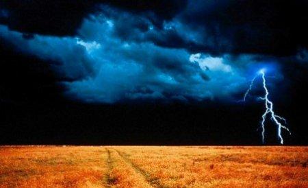AVERTIZARE nowcasting de ploi torenţiale, grindinã si vijelii. Cantităţile de apă vor depăşi 25-30 l/mp