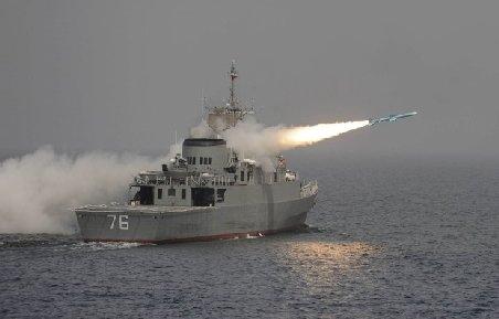 O navă militară americană a distrus o ambarcaţiune mică, în Golful Persic