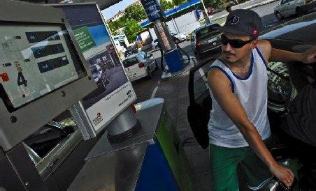 Benzina şi motorina s-au scumpit din nou. Cu cât s-a majorat preţul carburanţilor