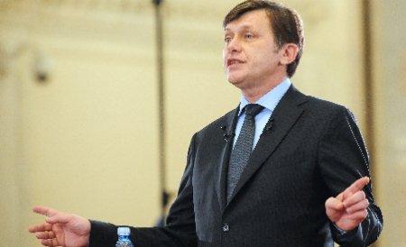 Crin Antonescu: Am propus eliberarea din funcţie a şefului STS, Iulian Fota s-a opus