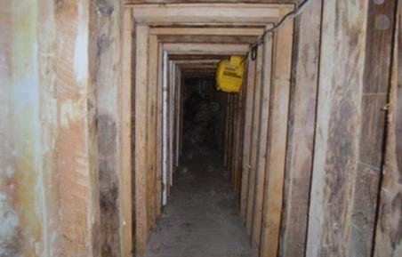 """O nouă """"rută"""" pentru traficanţii de persoane - un tunel de 700 de metri, descoperit de poliţişti"""